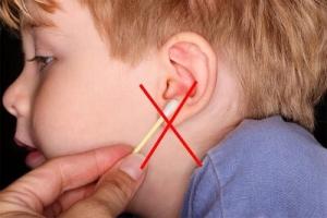 استفاده از گوش پاک کن برای تمیز کردن